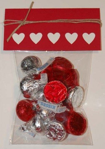 Valentine_Treat_Bag_kisses